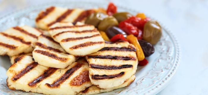Cypr. Kuchnia śródziemnomorska: grillowane halloumi